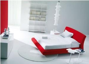 מיטה בצבע אדום